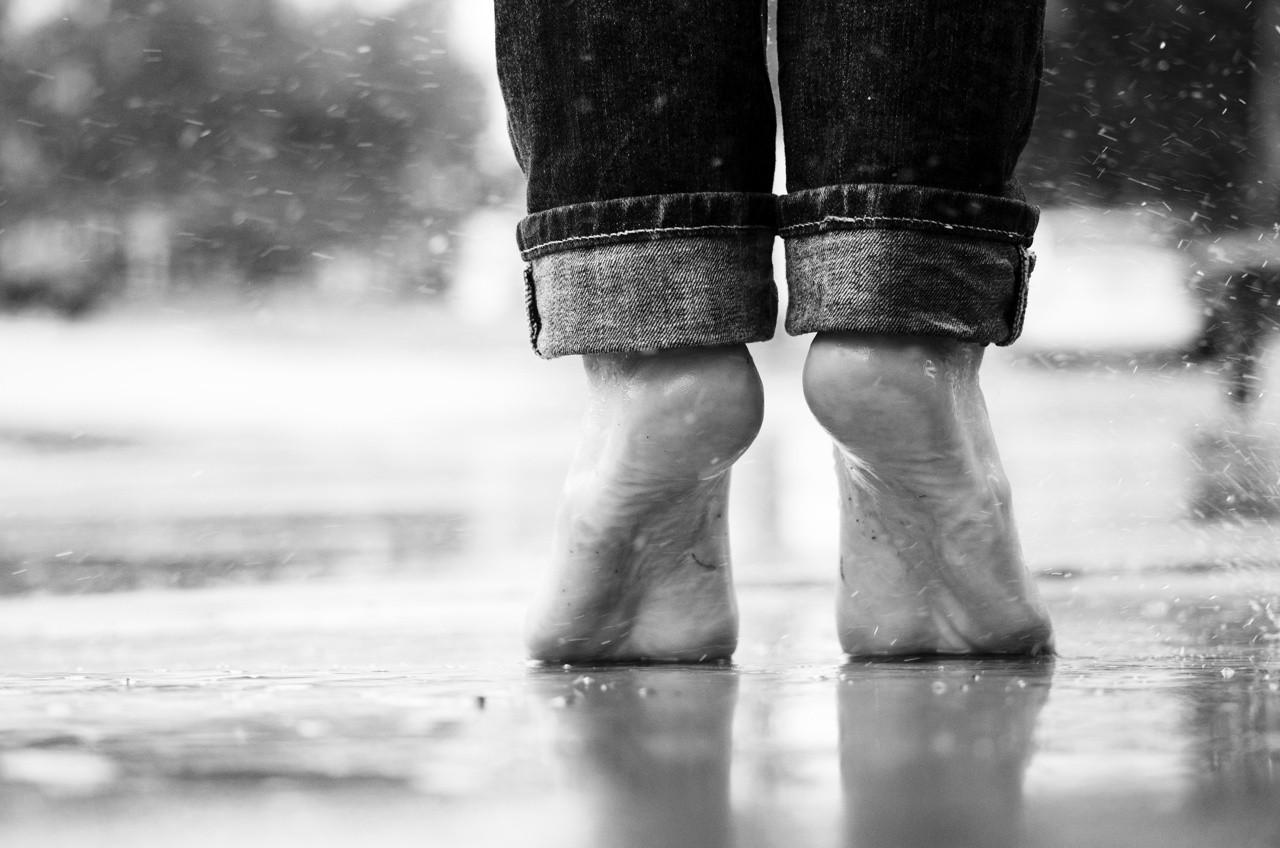 Senza scarpe. Entrare nella stanza di psicoterapia corporea - Divenire Magazine