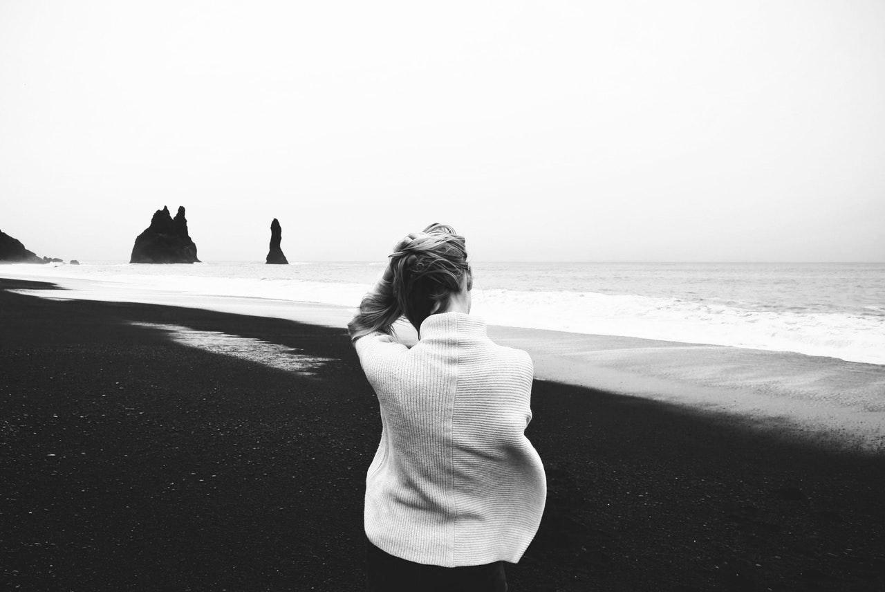 Come il sole a mezzogiorno. Donne senza ombra e narcisismo femminile. - Divenire Magazine